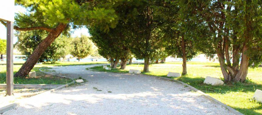 puteljak kroz park